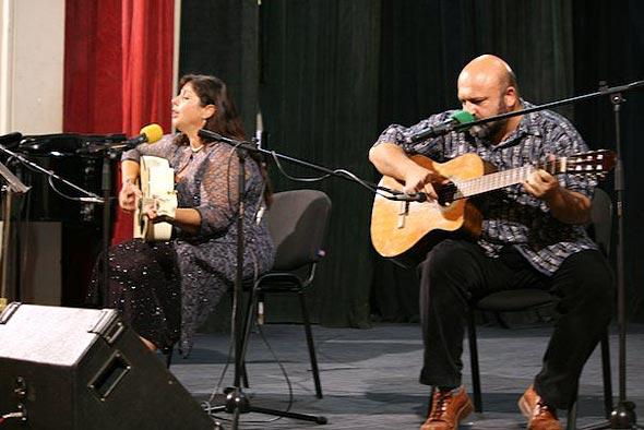 Татяна Йотова представя своето поетично-песенно творчество в Царево