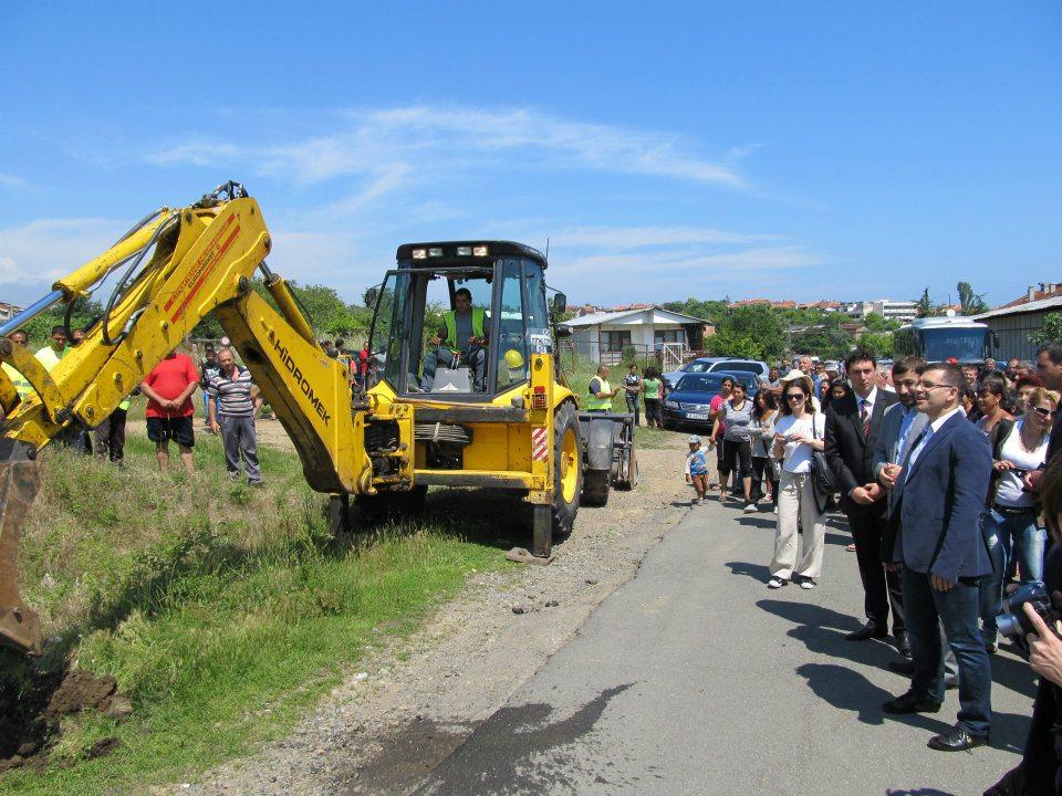 Министър Дянков направи първа копка на пътя Ахтопол - Резово