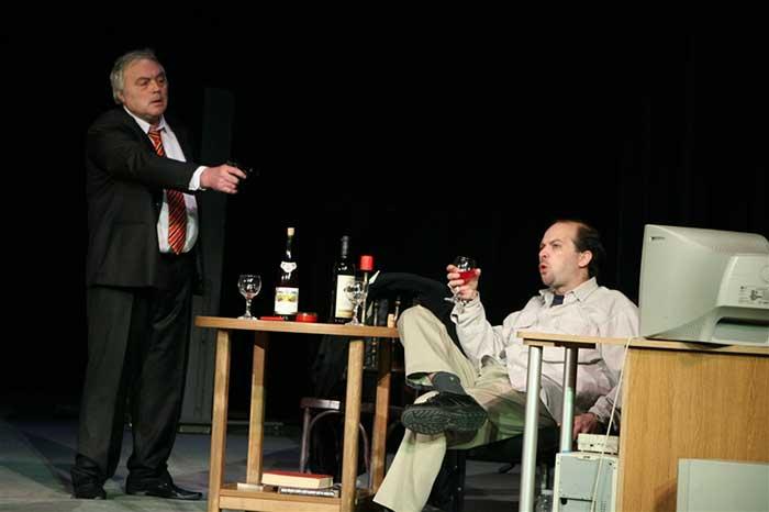 Драматичен театър Търговище представя комедийната постановка Цената на успеха