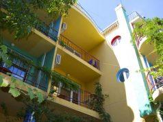Семеен хотел Шарената къща