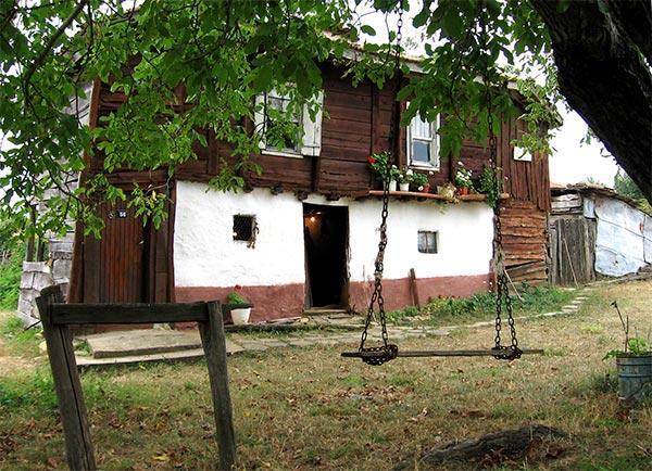 Дарителска кампания набира средства за къщата-музей в село Българи