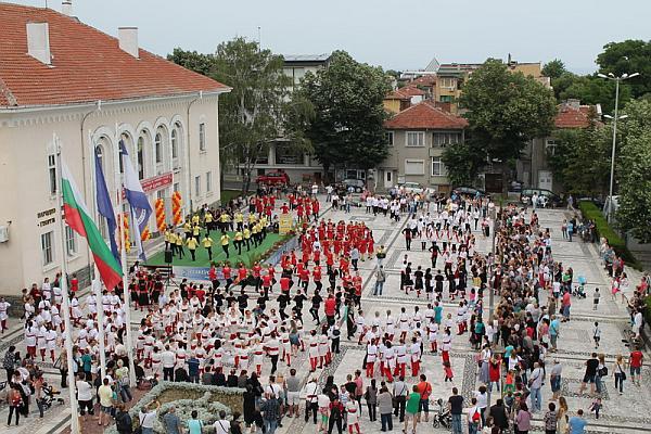 Над 400 участници на II-я фолклорен фестивал