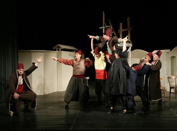 """Ямболският драматичен театър представя на сцената на читалището в Царево, """"Чичовци"""" по Иван Вазов."""