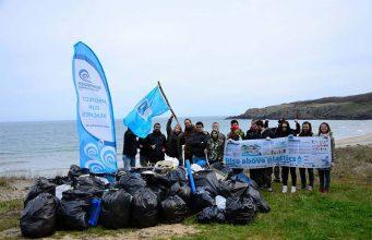 Доброволци организираха почистване на плажове по Черноморието