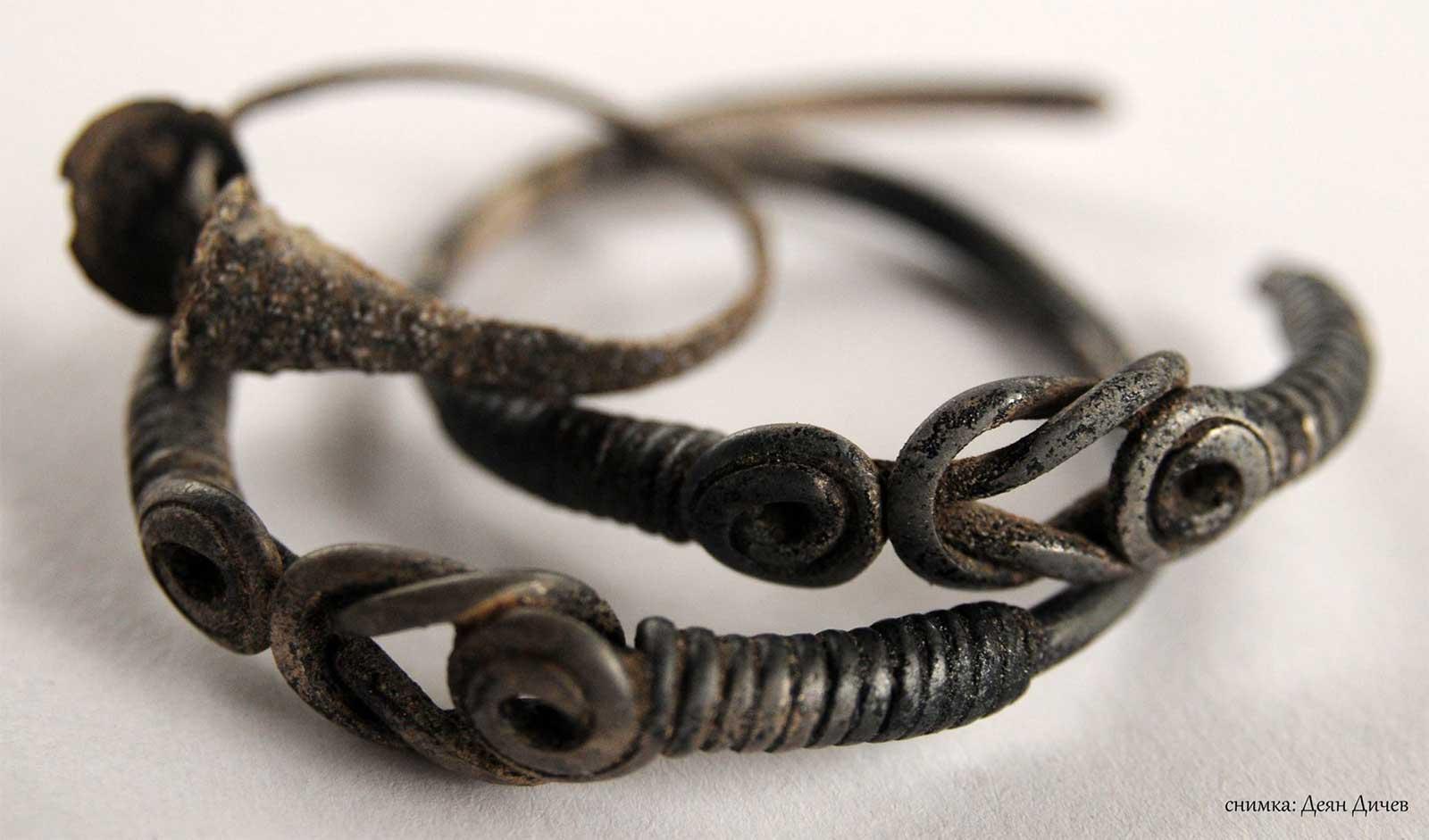 Откриха съкровище край село Бродилово, намериха монети и накити
