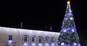 Запалване на светлините на коледната елха в Царево