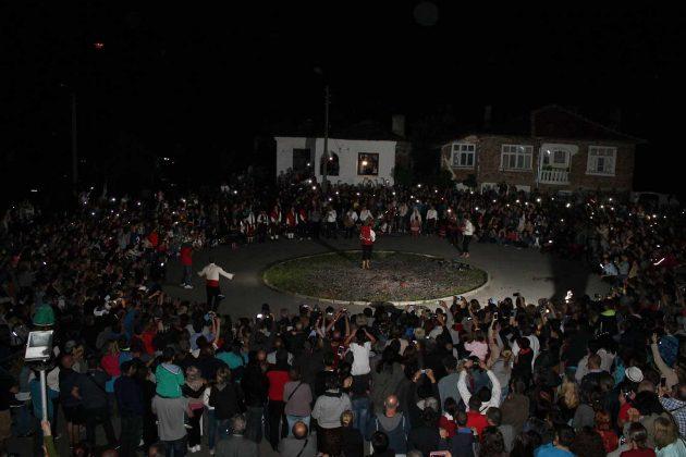 Нестинарският празник в Българи събра стотици посетители
