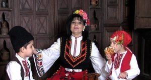 """Странджанската народна песен """"Блазя му, мале, на Георги"""", изпълнена от народната певица Жечка Сланинкова."""