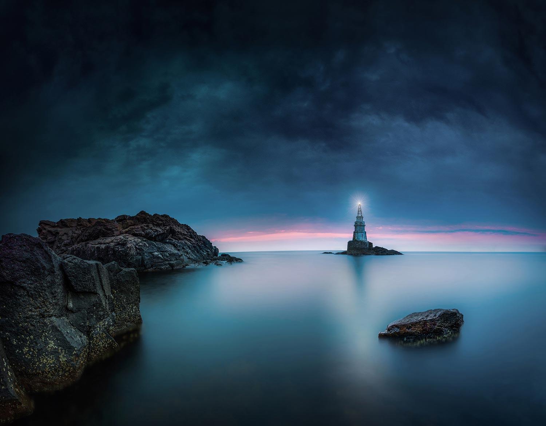Фотограф спечели награда в международен конкурс със снимка на фара в Ахтопол