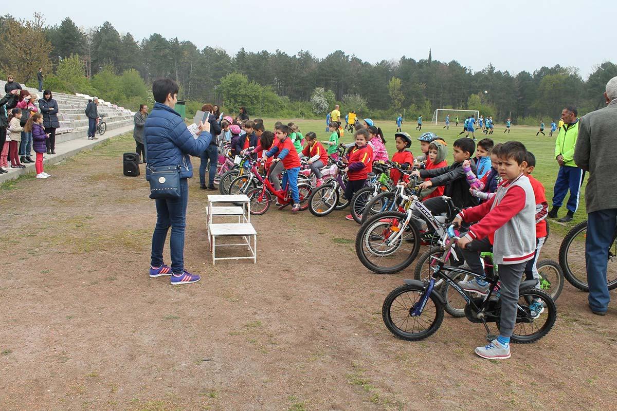 Състезание за най-малките колоездачи се проведе в Царево