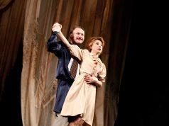 """Комедията """"Отворена брачна двойка"""" на сцената на читалището в Царево"""