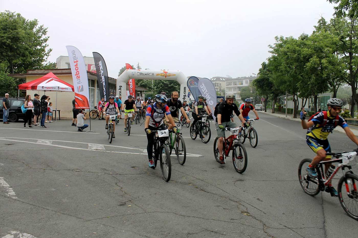Близо 40 колоездачи се състезаваха по