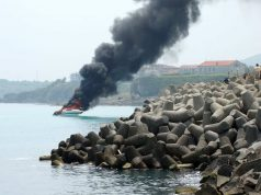 Лодка се запали и изгоря близо до пристанището в Царево