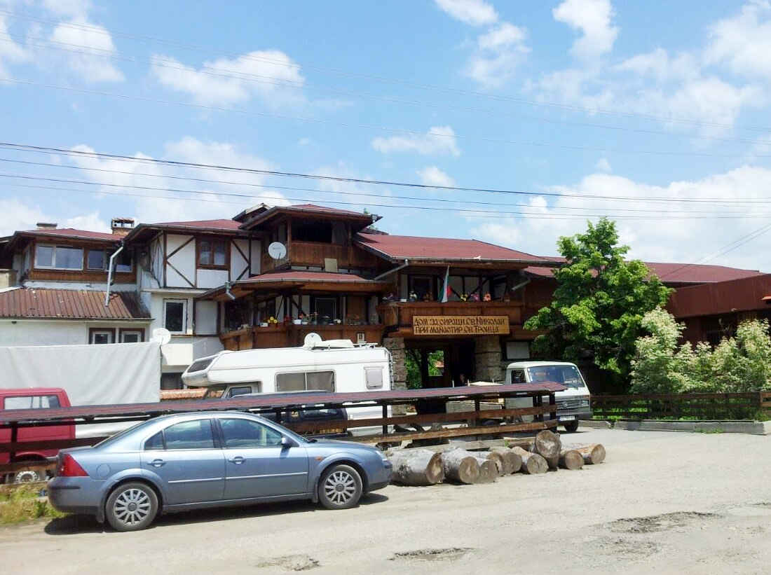 Училището в Ахтопол събира дарения за приюта на отец Иван в Нови хан