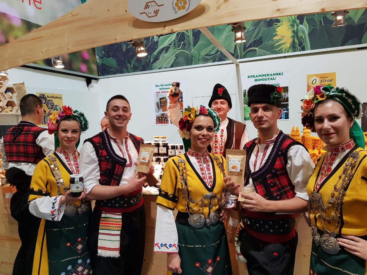 Пчелари представиха мановия мед на най-голямото селскостопанско изложение в Берлин