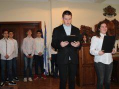 Ученици от Царево честваха 145 години от обесването на Васил Левски с музикално-поетичен спектакъл