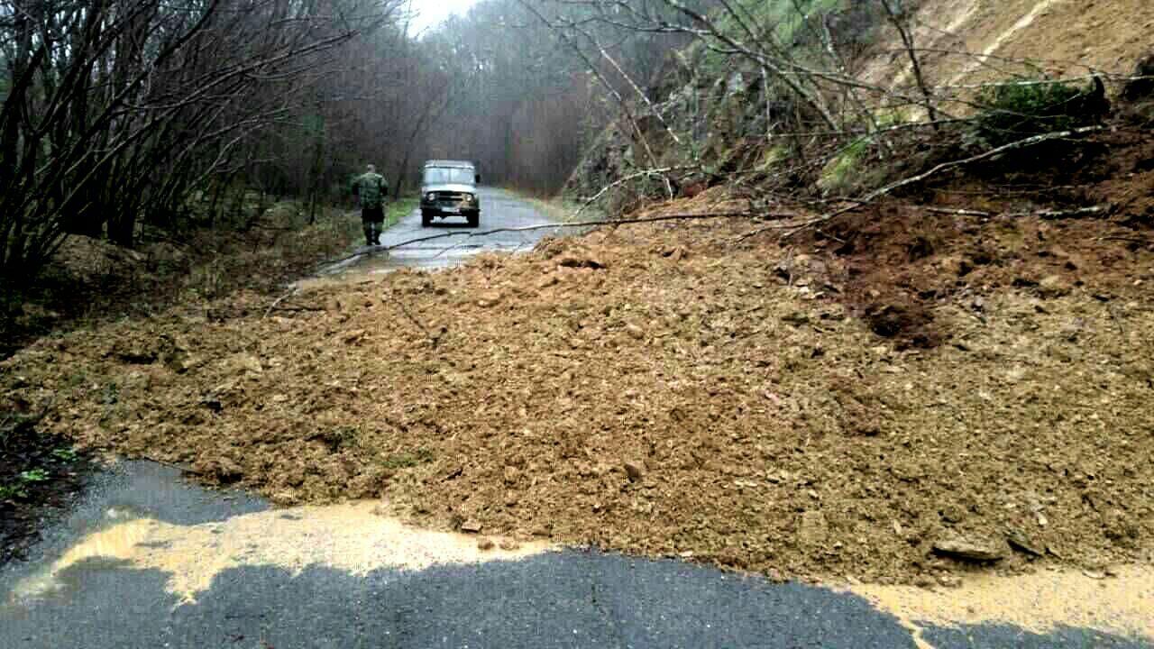 Затворен е пътят Малко Търново - Царево, Велека заля с. Кости
