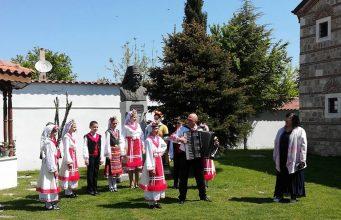 """Децата от фолклорна формация """"Нестинарче"""" пяха в Истанбул и Одрин"""