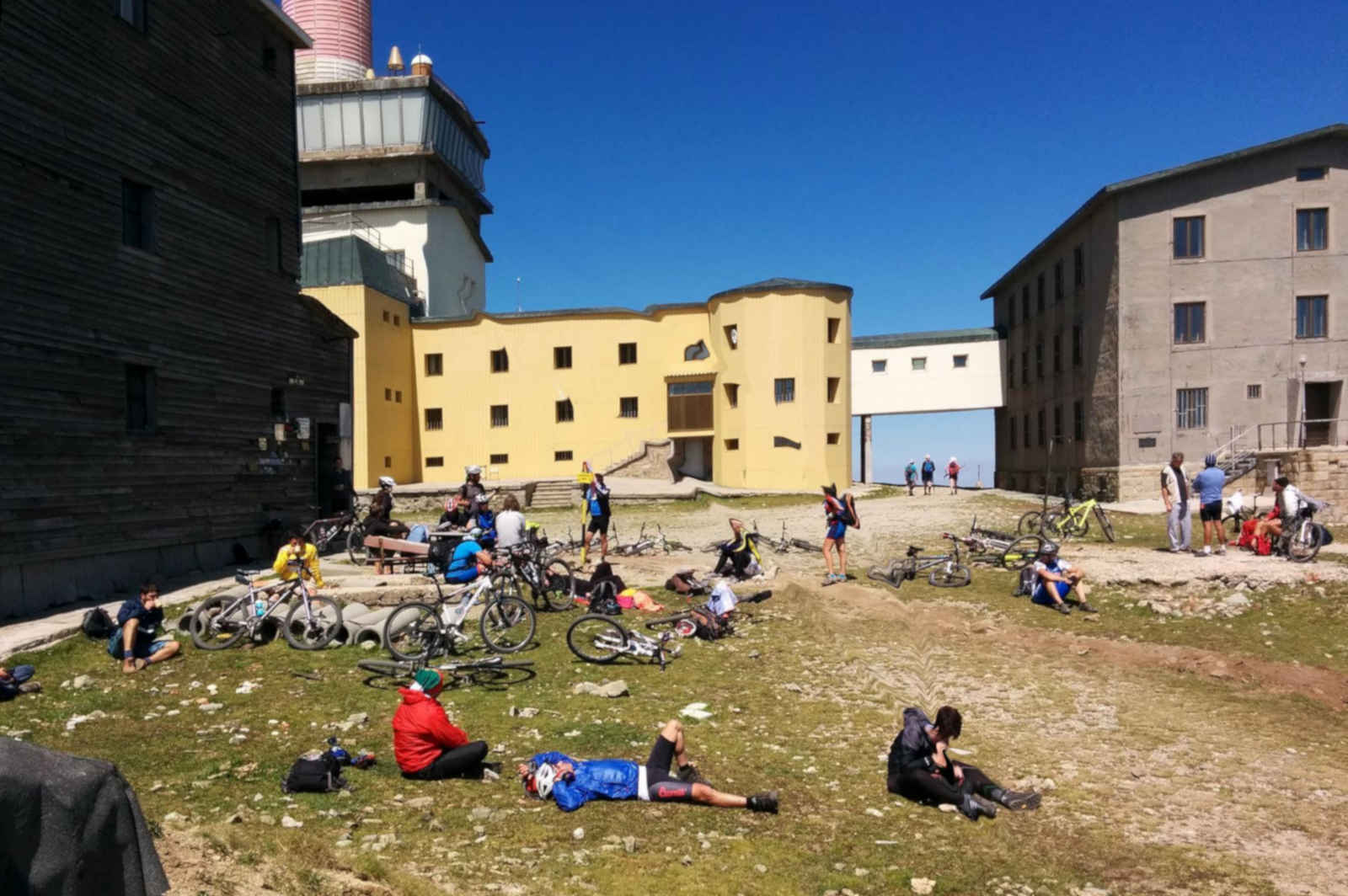 Тийнейджъри от Царево ще покорят връх Ботев с велосипеди