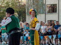 Спектакъл на ансамбъл Българе в Царево откри симпозиума по пчеларство
